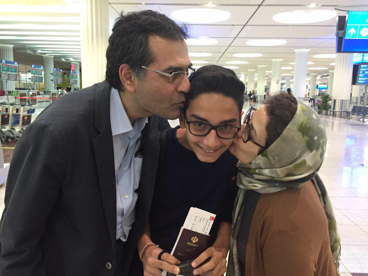 Dubai Airport Terminal 3 - 03-April-2016 Last Kisses